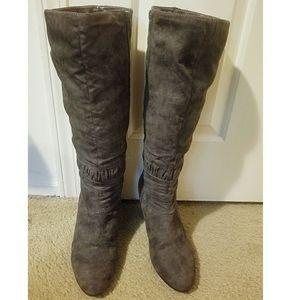 EUC Kathy Van Zeeland Taupe Heeled Boots